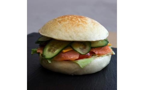 БАО Бургер з лососем слабосоленим