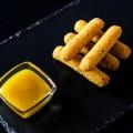Сирні палички з соусом Манго